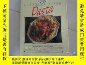 二手書博民逛書店COOKING罕見WITH PASTA烹飪與意大利麪Y20470