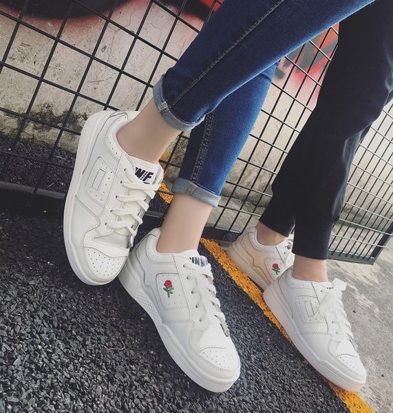 (全館免運)DE shop - 日本原宿玫瑰刺繡布鞋(NN-2220)