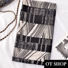OT SHOP [現貨] 防曬空調絲巾 披肩 棉麻 韓版 黑白不規則條紋 渡假風穿搭配件 D9068