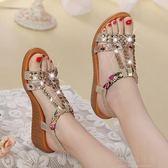 涼鞋-達芙妮夏季新款波西米亞涼鞋女水鉆花朵百搭中坡跟平底沙灘鞋 好再來小屋