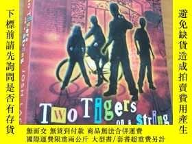 二手書博民逛書店two罕見tigers on a stringY16663 Jo
