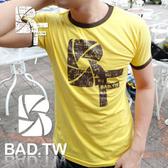 奢華壞男《 BF 限量款 - 超舒適彈性合身剪裁T恤 (黃底咖啡邊) 》【S / M / L / XL / XXL】(潮T、上衣)