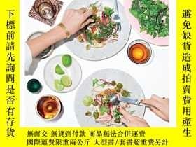 二手書博民逛書店Dining罕見in: Highly Cookable Reci