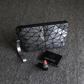 促銷化妝包小號便攜韓國簡約T型幾何大容量手腕包旅行護膚品收納 全館免運