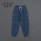 Queen Shop【04011360】多口袋縮口設計牛仔褲 1/2*現+預*