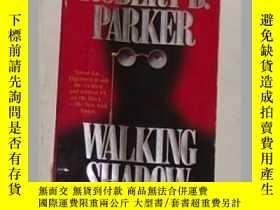 二手書博民逛書店《罕見Walking Shadow 》[Paperback] R