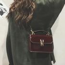 斜背包小包包女2018新款潮正韓 簡約百搭斜挎單肩漆皮小方包【快速出貨】