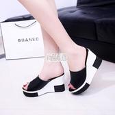 【免運】鬆糕底室外涼鞋女夏坡跟一字拖高跟正韓潮防滑魚嘴厚底涼拖鞋