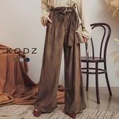 東京著衣【KODZ】摩登時尚腰間扣環絨布寬長褲-S.M.L(172918)