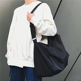 男士單肩包男慵懶風帆布包女防水牛津布大容量簡約日系斜背包休閒 - 風尚3C