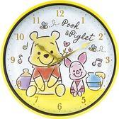 〔小禮堂〕迪士尼 小熊維尼 連續秒針圓形壁掛鐘《黃白.Q版坐姿》時鐘 4548626-10098