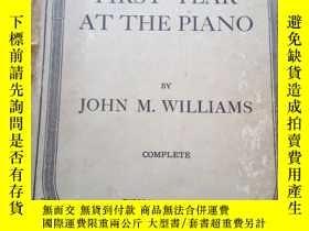 二手書博民逛書店FIRST罕見YEAR AT THE PIANOY10334