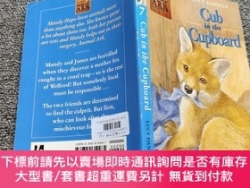 二手書博民逛書店Cub罕見in the Cupboard (Animal Ark 7)Y22224 Daniels, Lucy