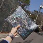 新款潮女手抓包簡約氣質手包鐳射街拍雜志款手拿信封包 小巨蛋之家