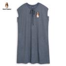 胸前綁帶造型設計 特殊織紋織法打造迷人氣質 經典品牌刺繡狗 落肩寬鬆長版設計修飾身型