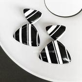 DOU 自制波普藝術黑白條紋金屬質感幾何三角夸張時髦大耳環耳飾女