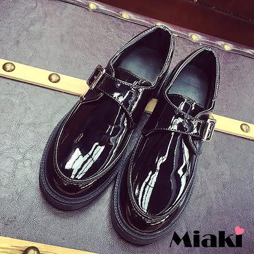 休閒鞋英倫時尚亮皮扣飾低跟包鞋