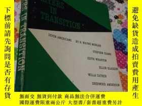 二手書博民逛書店WRITERS罕見IN TRANSITION : Seven AmericansY5834 H.WAYNE M