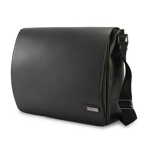 ARMANI COLLEZIONI 經典橫紋牛革掀蓋式斜背包(黑色)102308