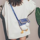 鴨屁屁包包2021新款潮日系元氣少女帆布斜背包可愛搞怪學生側背包 寶貝計畫