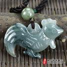 翡翠雞項鍊玉珮(金雞報喜:雞牌A貨翡翠雞玉珮)。綠色糯種雞,GI039。附A貨翡翠雙證書