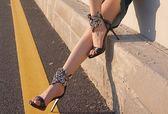 夏季女鞋手工縫製鞋歐美露趾中空水鑽細跟高跟女士涼鞋:Wos