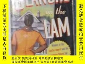 二手書博民逛書店英文原版罕見《 Blanche on the Lam 》Barb