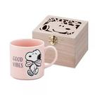 小禮堂 史努比 日製 陶瓷馬克杯 咖啡杯 附木盒 350ml YAMAKA陶瓷 (粉 領結) 4979855-21128