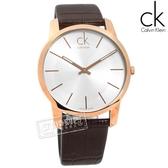 CK / K2G21629 / City 城市都會 時尚品味 礦石強化玻璃 瑞士製造 壓紋皮革手錶 銀x玫瑰金框x咖啡 43mm
