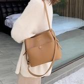 水桶包上新大容量小包包女流行新款潮時尚網紅水桶包百搭單肩斜挎包 盯目家