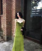 復古文藝超顯白絲絨吊帶裙氣質度假長裙【時尚大衣櫥】