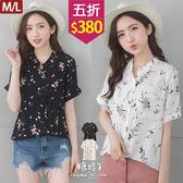 【五折價$380】糖罐子滿版印花排釦單口袋雪紡上衣→現貨(M/L)【E53182】
