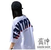 EASON SHOP(GU7451)韓版純棉後背漸層英文字母印花圓領短袖T恤女上衣服落肩五分袖長版OVERSIZE白色