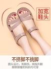 媽媽涼鞋婦女夏季平底中年防滑40歲軟底50舒適中老年奶奶老人 黛尼時尚精品