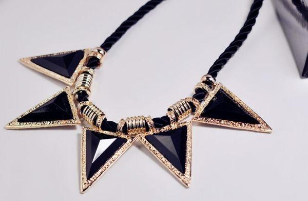 [協貿國際]  小三角形幾何線繩項鍊 (1入)