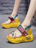 現貨厚底增高鞋 坡跟花朵涼鞋女時裝網紅厚底夏季新款鬆糕內增高一字帶羅馬鞋 瑪麗蘇8-14