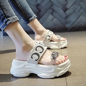 沙灘鞋網紅拖鞋女外穿2021夏季新款時尚百搭厚底無后跟一字涼拖鞋 快速出貨