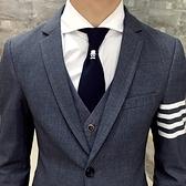西裝套裝含西裝外套+西裝褲(三件套)-休閒四線條紋造型伴郎男西服3色73hc30[時尚巴黎]