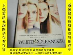 二手書博民逛書店WHITE罕見OLEANDER(書內開裂, 不好)外文Y2128