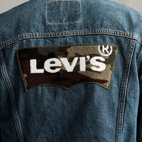 Levis 男款 牛仔外套 / Type 3 經典修身版型 / 背面雪尼爾迷彩Logo