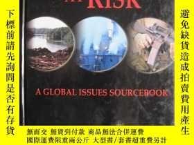 二手書博民逛書店World罕見at Risk: A Global Issues