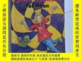 二手書博民逛書店THE罕見STARE PAT MOON 【155】Y10970