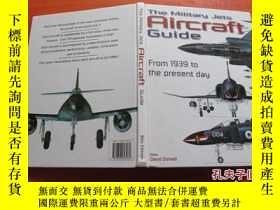 二手書博民逛書店The罕見Military Jets Aircraft Guid