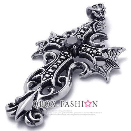 《 QBOX 》FASHION 飾品【W10021495】精緻個性黑鋯十字架鑄造316L鈦鋼墬子項鍊