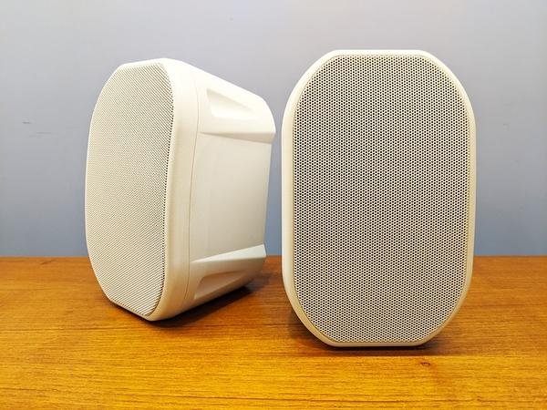 (展示福利品) 白色塑膠箱體 書架式喇叭 / 環繞喇叭 (一對)