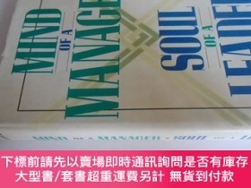 二手書博民逛書店英文原版罕見Mind of a Manager Soul of a LeaderY7215 Craig Hic