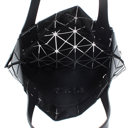 ISSEY MIYAKE三宅一生BAOBAO三角方格7x7手提肩背包(黑色)390080-15