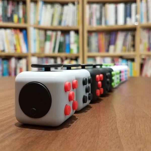 減壓骰子二代 美國解壓神器玩具 無聊發泄方塊 igo 伊衫風尚