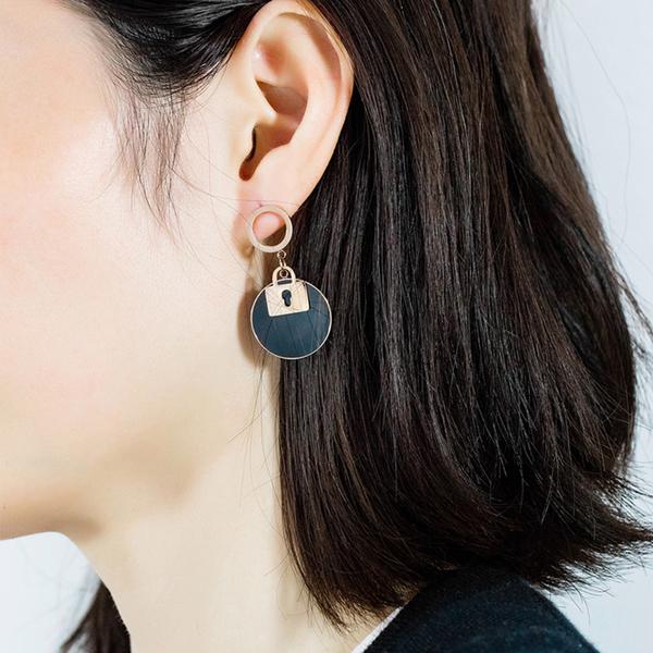 Z.MO鈦鋼屋 白鋼耳環 女性耳環 鎖匙圓牌耳環 不對稱耳環 韓版甜美迷人耳環  一對價【EKS514】
