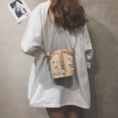 錬條小包包仙女夏天新款森系珍珠草編手提水桶包單肩斜背包潮 三角衣櫃